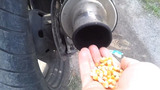 Sáng tạo việc nổ bỏng ngô từ ống bô xe máy