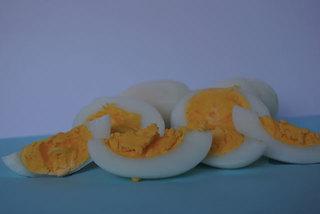 Trứng nhiễm độc: Singapore từ chối, mang về bán trong nước