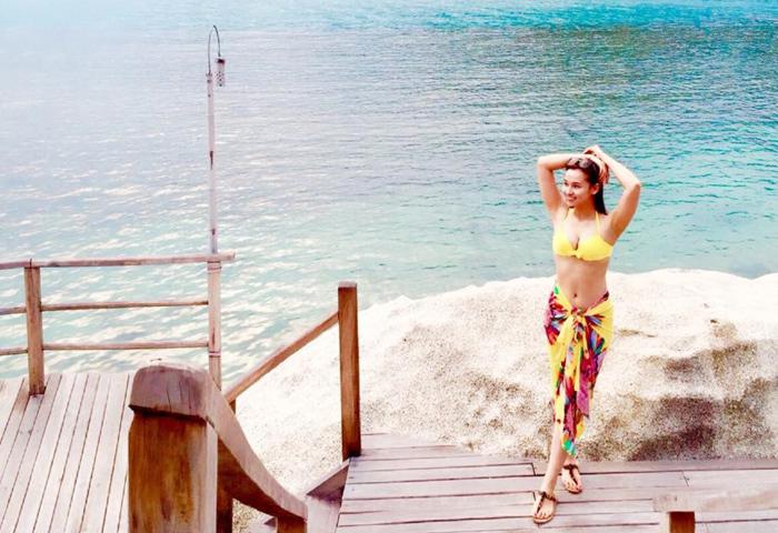 Lã Thanh Huyền mặc bikini khoe vòng 1 'khủng'