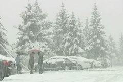 Kỳ lạ tuyết rơi giữa mùa hè ở Trung Quốc