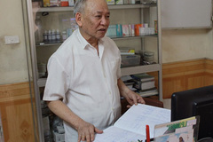 Bác sĩ già hai mươi năm khám bệnh không lấy tiền