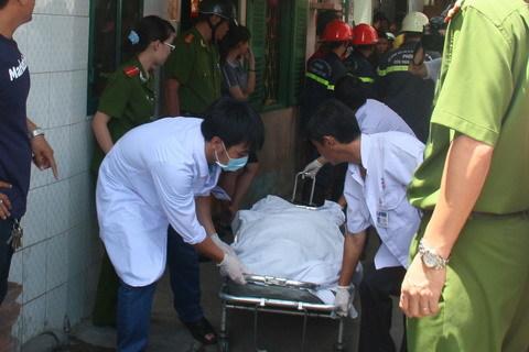 Ô tô đâm sập nhà dân ở Sài Gòn, 5 người bị vùi lấp - 5