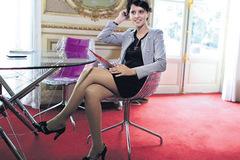Bộ trưởng Giáo dục tuổi 38 quyến rũ của Pháp