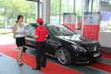 Mercedes-Benz chăm sóc xe cho khách du lịch hè