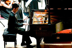 Nguyễn Thế Vinh chơi nhạc ở tuổi 15