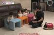 Bố Hàn dạy con cách chia sẻ siêu đáng yêu