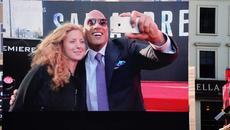 The Rock lập kỷ lục thế giới vì tốc độ chụp ảnh 'tự sướng'