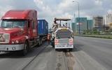 """Sửa chữa bề mặt lượn """"sóng"""" trên đại lộ 10.000 tỷ ở Sài Gòn"""