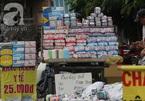 """Khăn ướt giá """"rẻ như cho"""" bán tràn lan đường phố Sài Gòn"""