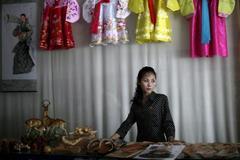 """""""Phụ nữ Triều Tiên kiếm tiền giỏi hơn chồng"""""""