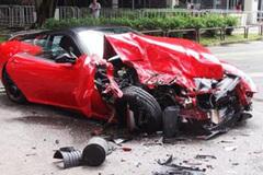 Siêu xe Ferrari nửa triệu USD nát bét do mất lái