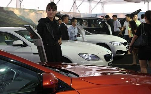 Mỗi ngày người Việt chi hơn 12 triệu USD nhập khẩu ôtô