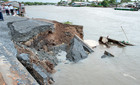 Sạt lở kinh hoàng, cuốn phăng nhiều nhà dân xuống sông