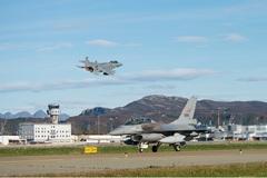 Hơn 100 máy bay Mỹ, NATO tập trận quanh Nga