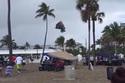 Hãi hùng vòi rồng bất ngờ xuất hiện trên bãi biển
