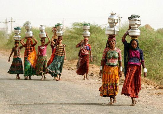 Chuyện lạ ở Ấn Độ: Cưới vợ chỉ để đi kiếm nước