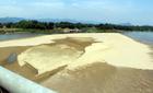 Nắng nóng 41 độ kéo dài, sông Lam cạn trơ đáy