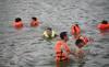 Hà Nội: Đổ ra 'biển Linh Đàm' giải nhiệt nắng nóng 40 độ