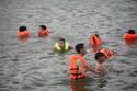 Tắm hồ Linh Đàm giải nhiệt nắng nóng 40 độ