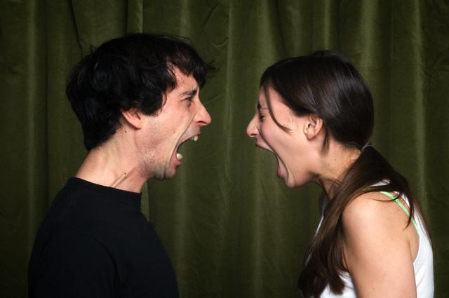 'Thằng chồng hãm' và 'con vợ ti tiện'