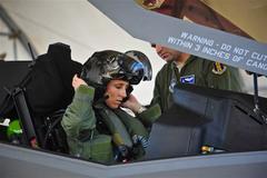 """Xem nữ phi công đầu tiên lái """"Thần sấm II"""""""