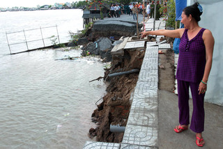 Sập đường, trôi nhà ở Cần Thơ: Do thời tiết hay thi công?
