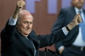 Giữa tâm bão, Blatter vẫn tái đắc cử chức Chủ tịch FIFA