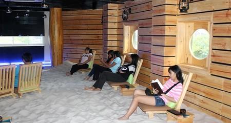 Độc đáo quán cà phê bãi biển giữa lòng Sài Gòn