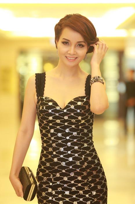 Jennifer Phạm, Mai Thu Huyền đẹp quý phái với váy đen
