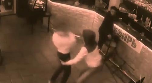10 clip 'nóng': Sờ *** bị nữ bồi bàn tát choáng váng