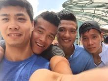 U23 Việt Nam rủ nhau chụp ảnh selfie tên đất Sing