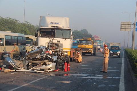 Xe đầu kéo gây tai nạn, 5 người cùng nhà thiệt mạng