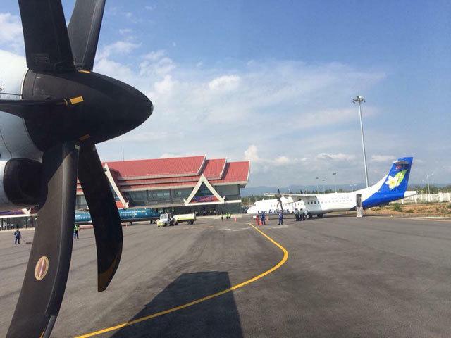 Bầu Đức đáp máy bay riêng đến sân bay 800 tỷ ở Lào