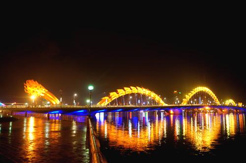 mỳ Quảng, cầu Hàm Rồng, bãi biển Mỹ Khuê, Đà Nẵng