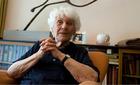 Cụ bà 102 tuổi nhận bằng tiến sĩ sau 77 năm bị từ chối