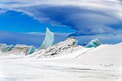 Tại sao băng Nam cực có màu xanh?