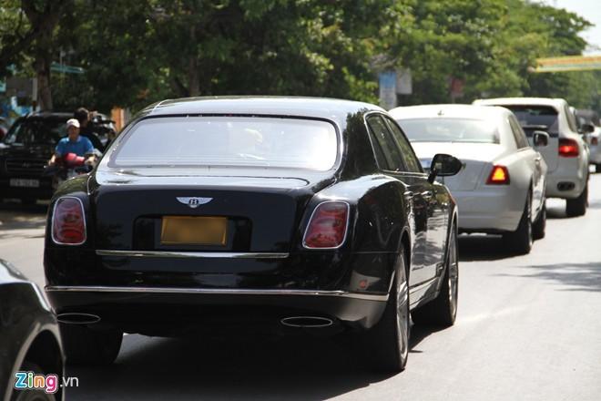 Rolls-Royce siêu sang và môtô 3 bánh đi rước dâu ở Nghệ An