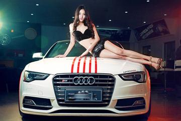 Đường cong tuyệt mỹ của chân dài bên Audi S5
