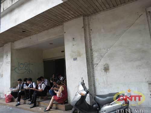 Tòa nhà bí ẩn bỏ hoang trên phố Tràng Thi