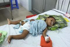 Thương bé dân tộc Stiêng thiếu tiền chữa bệnh