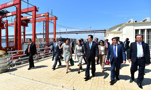 Thủ tướng kêu gọi quốc tế yêu cầu chấm dứt hoạt động phi pháp ở Biển Đông