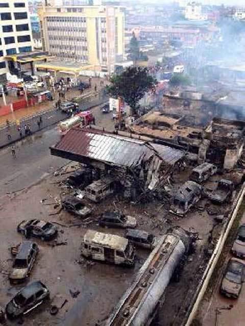 Ghana: Hơn 200 người chết thảm vì trú mưa tại trạm xăng - 3