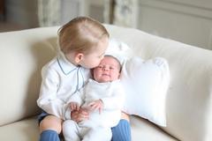 Chiêm ngưỡng ảnh các em bé Hoàng gia Anh