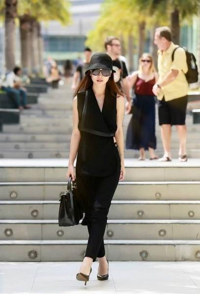 Gu thời trang ăn gian tuổi ấn tượng của Jennifer Phạm