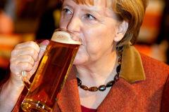 Lãnh đạo NATO phục tửu lượng của Thủ tướng Đức