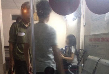 Hà Nội: Nhóm thanh niên đưa 3 cô gái lên taxi sàm sỡ