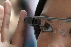 """Google Glass """"nhăm nhe"""" tìm đường quay trở lại?"""