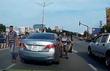 Tài xế Toyota Camry cà khịa Kia Morning trên đường Sài Gòn