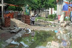 Cận cảnh con đường đầy rẫy 'bẫy giết người' ở Hà Nội