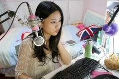 Cuộc sống của cô gái xinh đẹp kiếm tiền bằng nghề bình luận game
